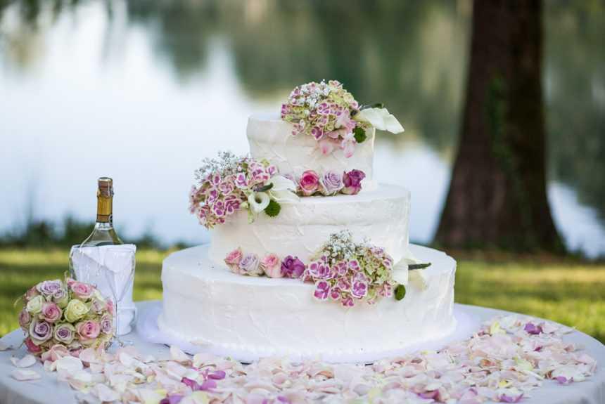 cascina-boscaccio-matrimonio-sposi-torta